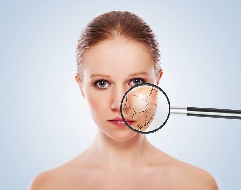 Skóra twarzy jest bardzo delikatna, należy ją traktować ze szczególną uwagą i stosować odpowiednie kosmetyki. Istnieją jednak pewne produkty, których