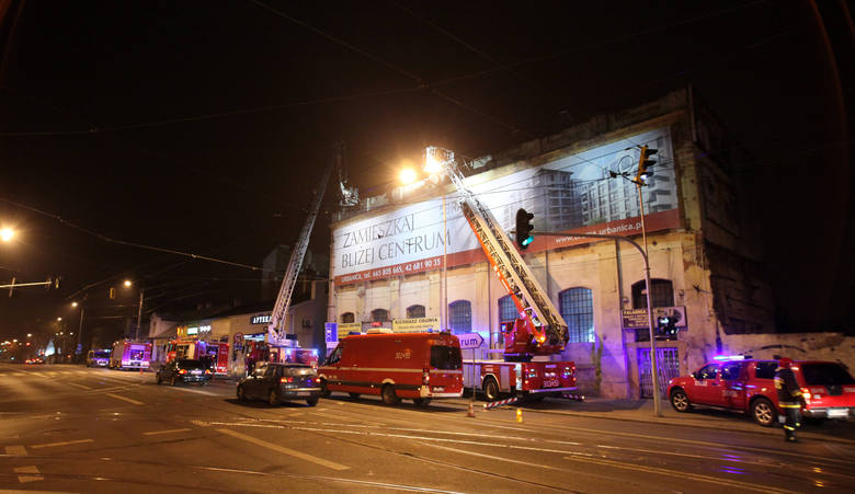 Pożar pustostanu na Piotrkowskiej w Łodzi [ZDJĘCIA+FILM]