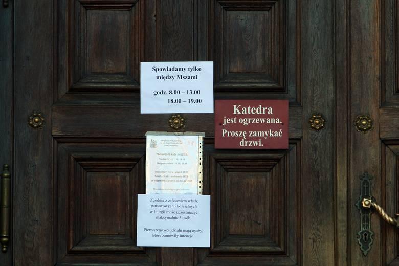 Niedziela Palmowa 2020. W Lublinie msza za zamkniętymi drzwiami. Episkopat zachęca do publikowania zdjęć palm w sieci