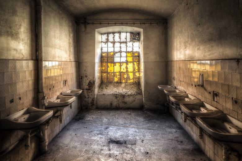 Fabryczna umywalnia...