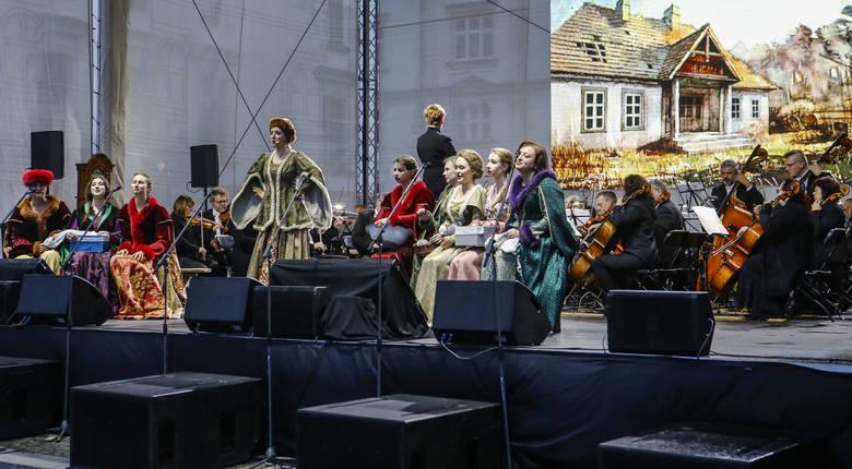 Opera Straszny Dwór Stanisława Moniuszki na Rynku w Rzeszowie z okazji Święta Paniagi.