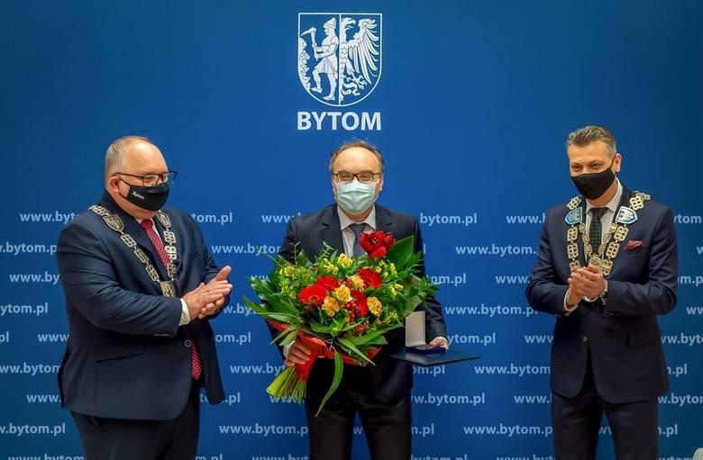 Dr hab. n. med. Jerzy Jaroszewicz ze Śląskiego Uniwersytetu Medycznego nagrodzony Medalem Miasta Bytomia.Zobacz kolejne zdjęcia/plansze. Przesuwaj zdjęcia
