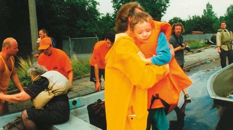 Opole 1997. Przyczółek na moście przy ul. Niemodlińskiej był miejscem, gdzie schodzili ewakuowani powodzianie.