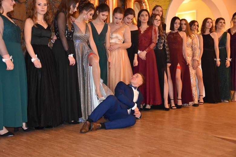 Studniówka 2020 Tarnów. Uczniowie z II Liceum Ogólnokształcącego bawili się podczas balu maturalnego [ZDJĘCIA]