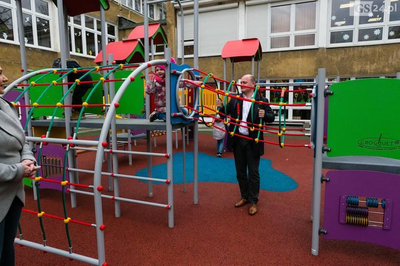 Nowy plac zabaw w Szkole Podstawowej nr 63 w Szczecinie [ZDJĘCIA]