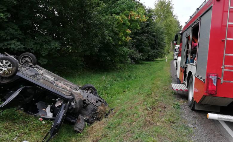 Do wypadku doszło w piątek około godziny 9.00 drodze krajowej nr 65 w miejscowości Przytuły (pow. olecki)