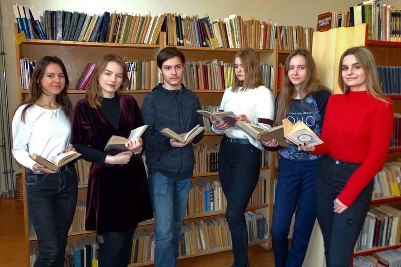 Na zdjęciu od lewej: Antonina Łyczkowska, Zuzanna Pawłowska, Arkadiusz Jakubowski, Anita Graczyk, Natalia Matuszewska i Aleksandra Cieślik.