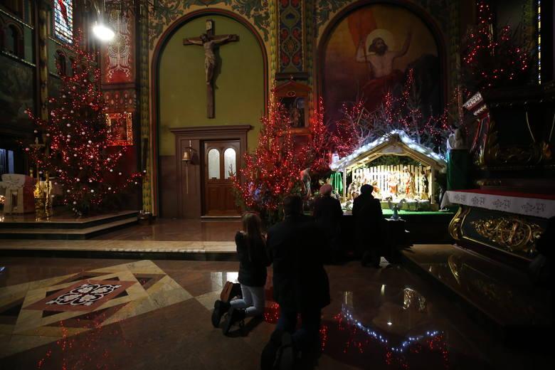 Boże Narodzenie w katedrze w Sosnowcu.Zobacz kolejne zdjęcia. Przesuwaj zdjęcia w prawo - naciśnij strzałkę lub przycisk NASTĘPNE