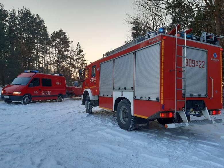 Strażacy uwolnili zwierzęta, które przymarzły do tafli Zalewu Koronowskiego. Te szczęśliwie nie ucierpiały, odleciały w swoim kierunku.
