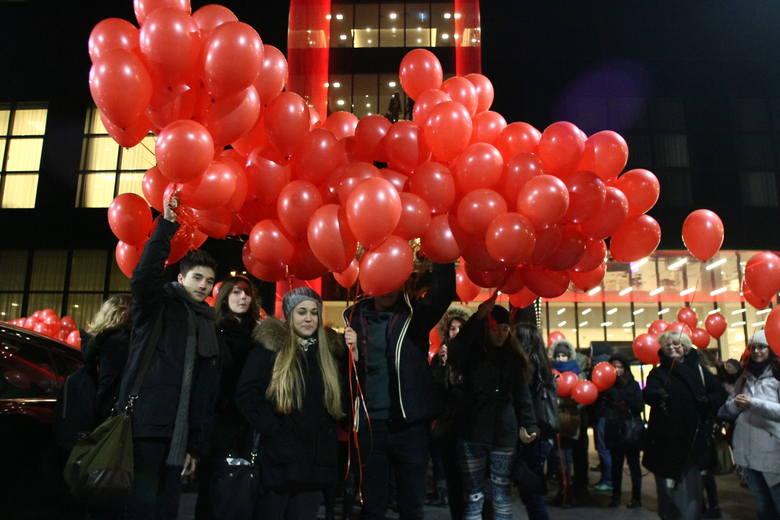 Wojewódzkie Obchody Dnia Walki z AIDS w Łodzi. Wypuszczono w niebo 1000 balonów [ZDJĘCIA]