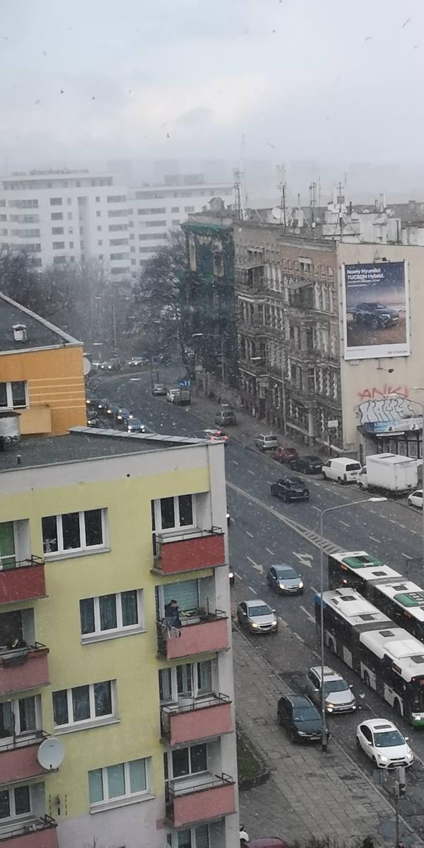 Zderzenie samochodów na skrzyżowaniu ul. Matejki i Malczewskiego