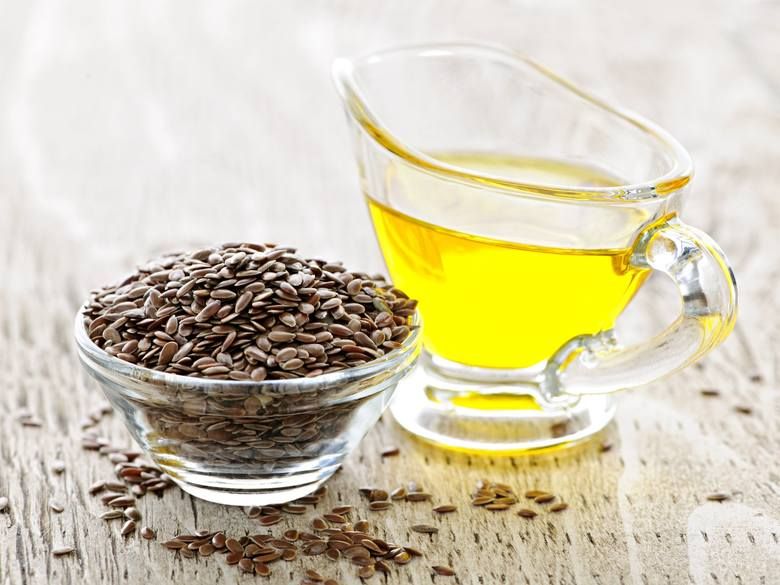 Olej lniany tłoczony na zimno z siemienia lnianego jest źródłem niezbędnych w diecie kwasów tłuszczowych omega-3