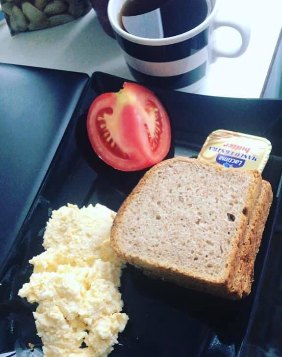 Pomimo, że jest zima i do sezonu na warzywa daleko do śniadania i kolacji pacjentki dostają np. pomidor i sałatę, z kolei do obiadu są dwa dodatki np.