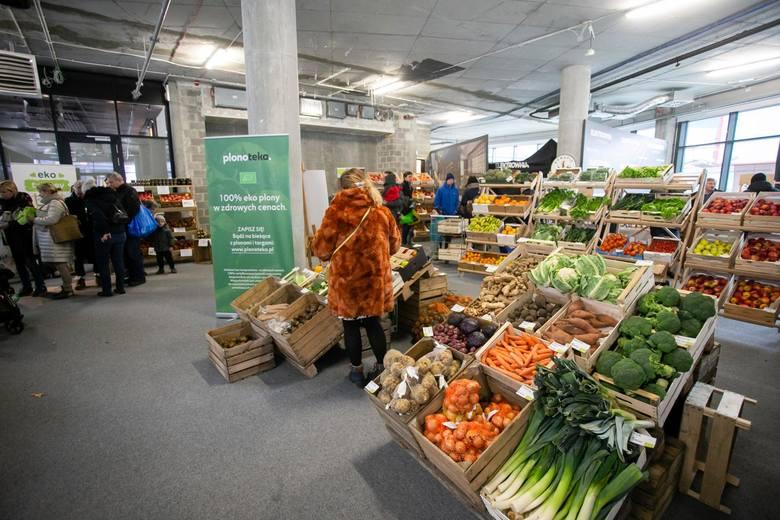 Inspekcja Handlowa kontrolowała warzywa i owoce w polskich supermarketach