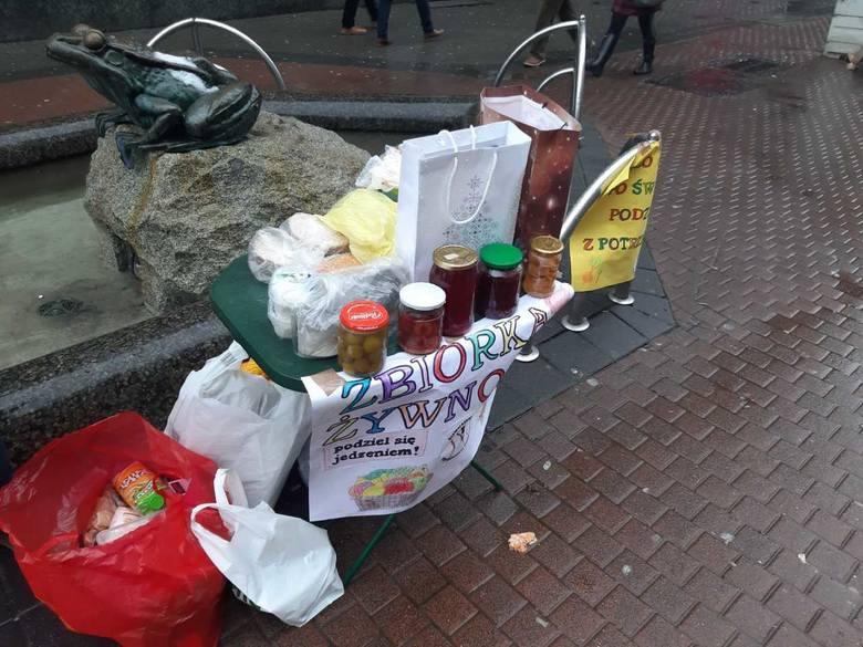 W centrum Katowic trwa poświąteczna zbiórka żywności.