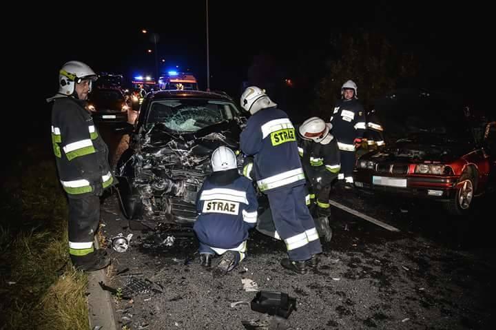 Do wypadku doszło w czwartek, 12 października, około godz. 19:30 na obwodnicy Witnicy. Kierujący bmw stracił panowanie nad kierownicą. Samochód wpadł