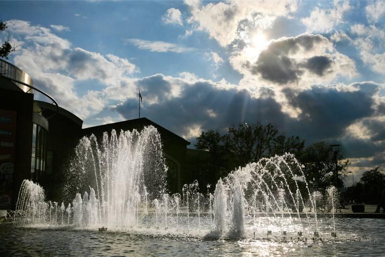 Fontanna przy Magnolii już jest. Czy jest również szansa na park w okolicy?