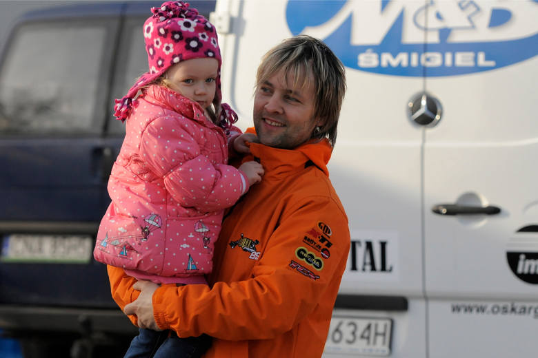 Tomasz Muszalski z synem Antonim, na stadionie bydgoskiej Polonii.