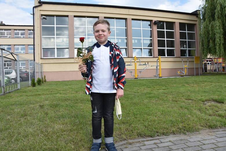 Koniec roku szkolnego 2020 w Rybniku. Tak wyglądało rozdanie świadectw w czasach koronawirusa