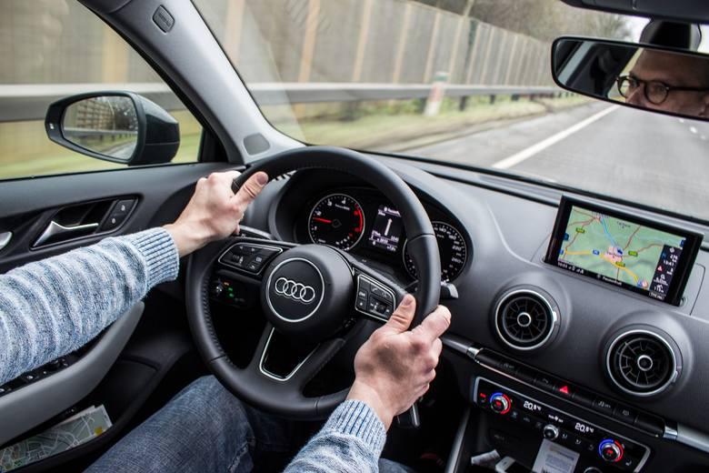 Nowe obowiązkowe wyposażenie samochodów wejdzie w życie od 2022 roku. Unia Europejska chce w ten sposób zwiększyć bezpieczeństwo na drogach.