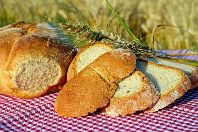 Bułka pszenna małaPolska - 0,52 złCzechy - 0,39 złNiemcy - 1,59 złChleb mieszany pszenno-żytni, zwykłyPolska - 2,84 złCzechy - 2,19 złNiemcy - 5,33 złMąka