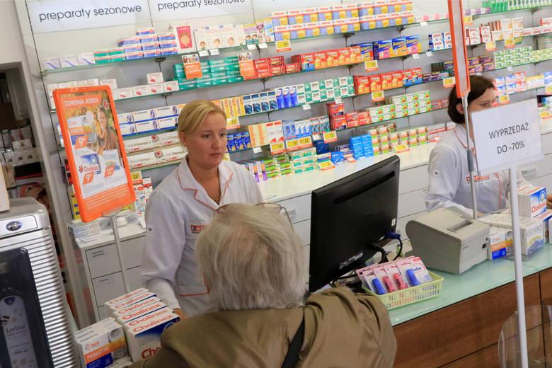 """O tym jak pacjenci przekręcają nazwy leków krążą już legendy. Zobaczcie co rozbawiło farmaceutów. Dane na podstawie strony """"będąc Młodym Farmaceutą""""."""
