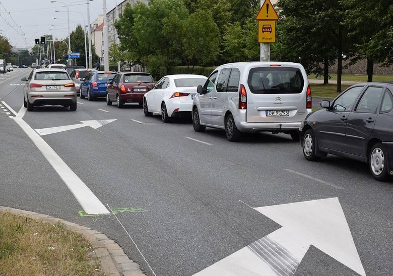 Buspas na Grabiszyńskiej budzi emocje. Kierowcy: Tu jest niebezpiecznie! (ZDJĘCIA)