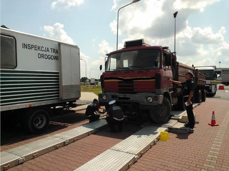 Akcja ITD na autostradzie pod Wrocławiem. 23 kontrole, 15 aut z usterkami (ZDJĘCIA)