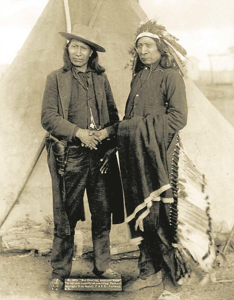 Lakoccy wodzowie: Czerwona Chmura i Amerykański Koń (ten, który podczas bitwy 21 grudnia 1866 r. zabił kapitana armii USA Williama Judda Fettermana).