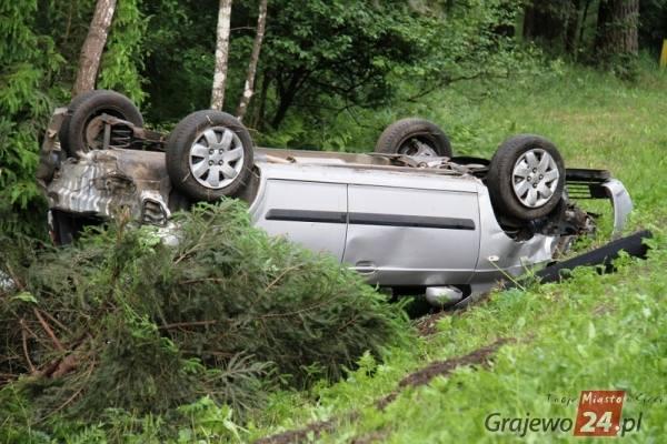 Ze wstępnych ustaleń wynika, że kierowca bmw wyprzedzał jadący przed nim pojazd. W tym samym momencie kierująca hyundaiem również rozpoczęła manewr wyprzedzania.