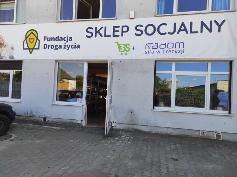Sklep socjalny w Radomiu już nie tylko dla korzystających z pomocy społecznej. Na zakupy zaprasza też seniorów i niepełnosprawnych