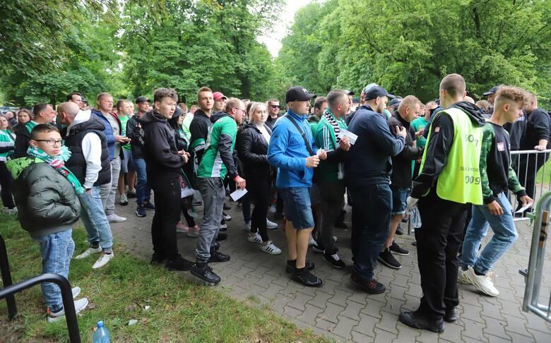 Tysiące kibiców wybrały się w niedzielę na mecz Radomiaka Radom z Koroną Kielce.Tysiące kibiców świętują awans Radomiaka do ekstraklasy na Placu JagiellońskimWielka