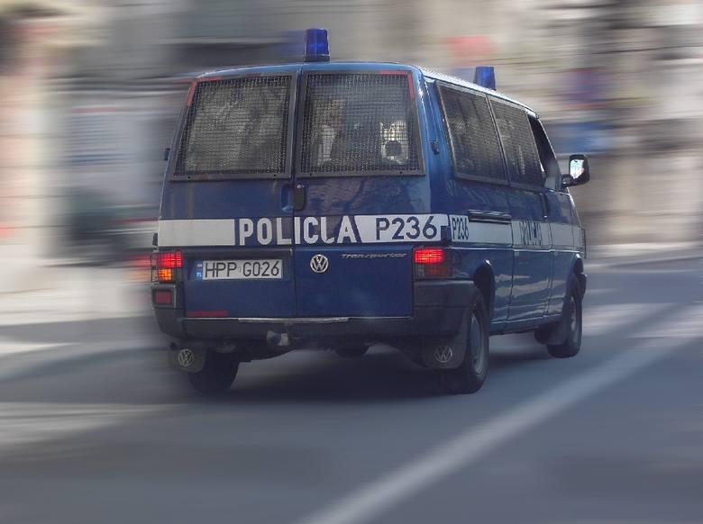- Likwidacja posterunków nie wiąże się z zabraniem policjantów z terenu gminy. Być może siedziba jakiegoś posterunku zniknie, ale nie policja - zapewnia