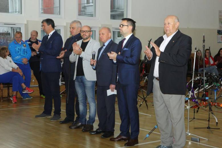 Halowe Zawody Mikołajkowe w łucznictwie na Stelli. Była międzynarodowa obsada [ZDJĘCIA]