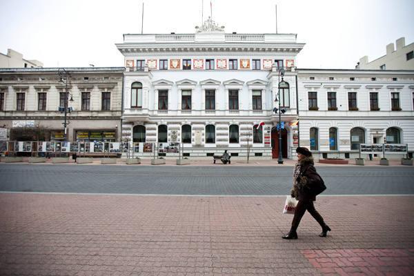 Decyzje kolejnych gospodarzy magistratu spowodowały, <br>że w ciągu dziesięciu lat pięciokrotnie wzrosło zadłużenie Łodzi w przeliczeniu na jednego mieszkańca.