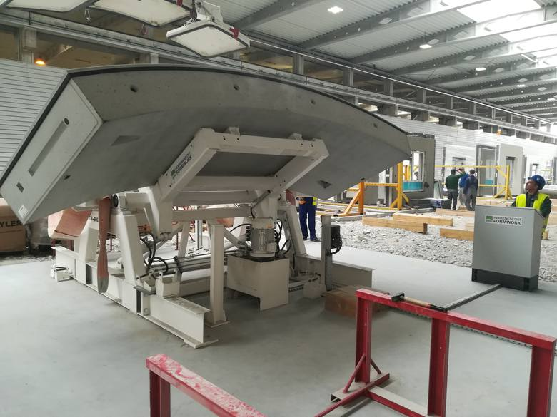 W fabryce koło Mszczonowa ruszyła produkcja 30 tysięcy tzw. tubingów, półkolistych elementów obudowy łódzkiego tunelu średnicowego łączącego Łódź Fabryczną