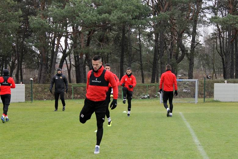 Piłkarze Korony Kielce we wtorek rozpoczęli przygotowania do piątkowego bardzo ważnego meczu PKO Ekstraklasy z Arką Gdynia. Spotkanie rozpocznie się