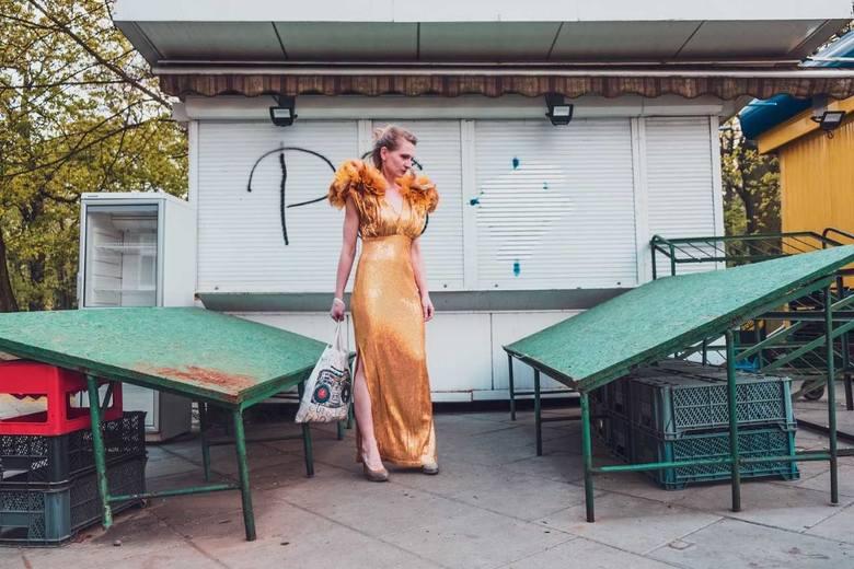 """""""Kobieta zagrożona niskimi świadczeniami emerytalnymi""""Teatr Mały zaprasza na spektakl  autorski Marii Dąbrowskiej """"Kobieta zagrożona"""