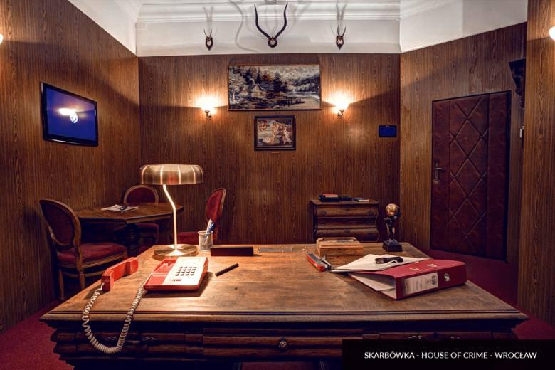 Niektóre pokoje oferują rozgrywki live cam, czyli grę w tradycyjnych pokojach, ale poprzez system kamer i w trybie online.