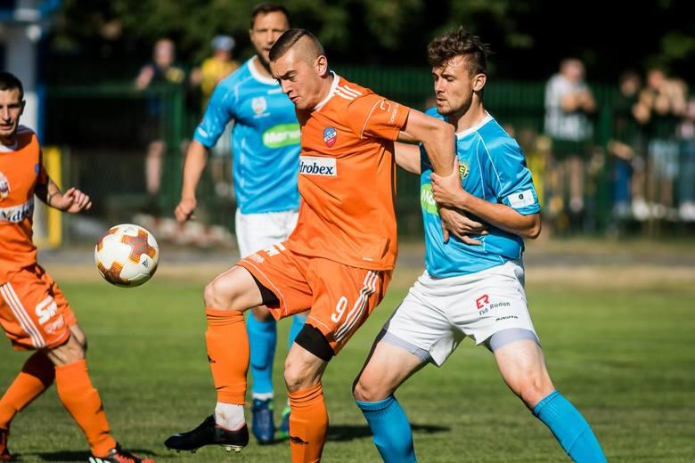 Mecz Unia Solec Kujawski - Elana Toruń rozstrzygnął się dopiero po przerwie. Bramki dla gości strzelali Daniel Kraska z karnego i Paweł Karbowiński,
