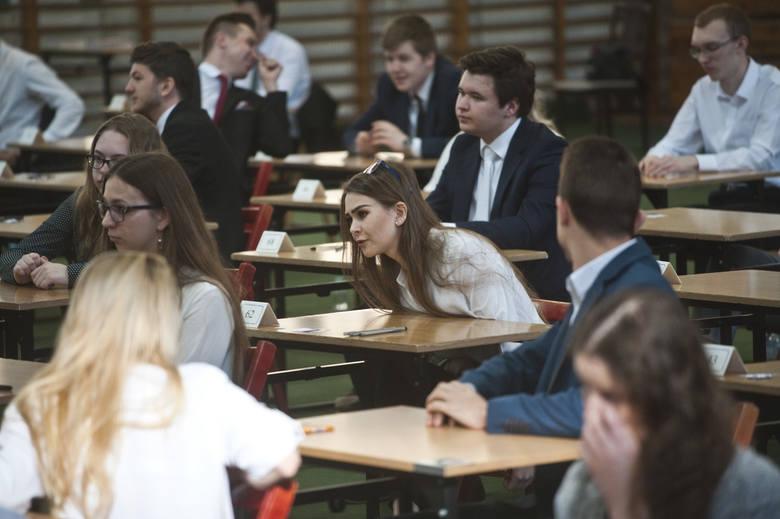 Matura 2019 w Koszalinie. Fałszywe alarmy bombowe w szkołach. Co z maturami?