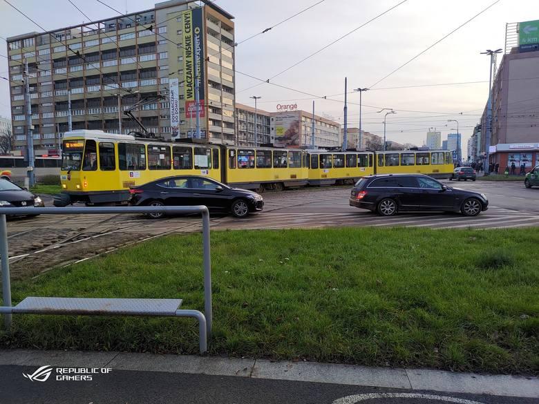 W czwartek, 19 grudnia, na pl. Rodła wykoleił się tramwaj. Kolejny raz