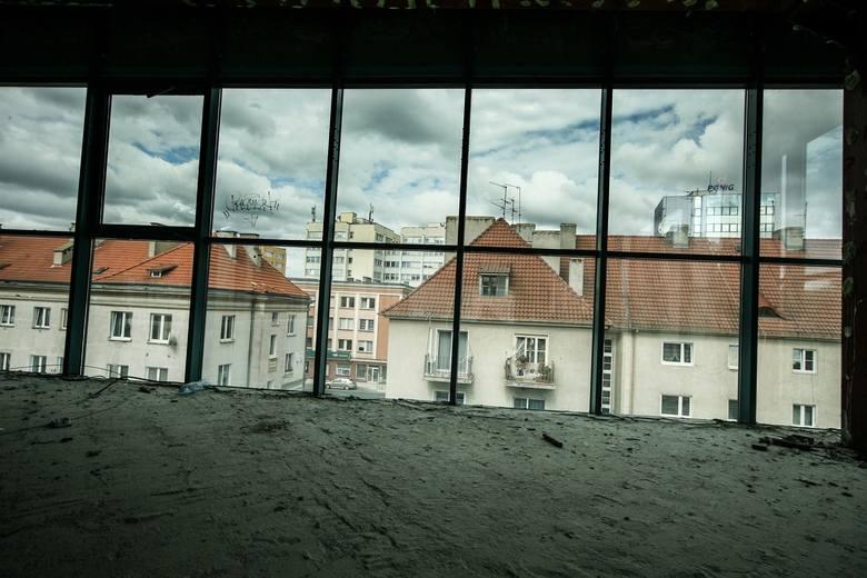 Tak wyglądały wnętrza Galerii Pod Topolami w Zielonej Górze jeszcze jesienią ubiegłego roku. Na fotografiach uwiecznił je nasz Czytelnik.
