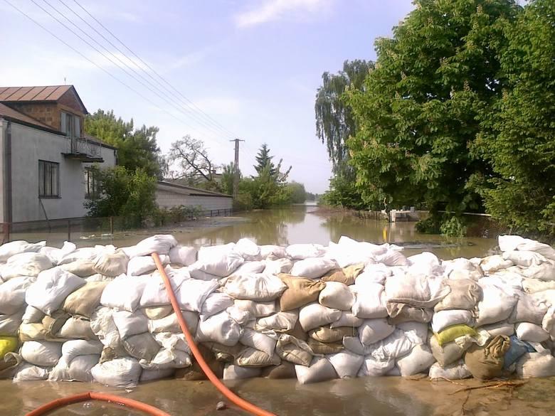 W maju 2010 powiat zwoleński znalazł się pod wodą. Wylała Wisła, która sprawiła, że wiele gospodarstw bardzo ucierpiało. Walka z żywiołem trwała kilka