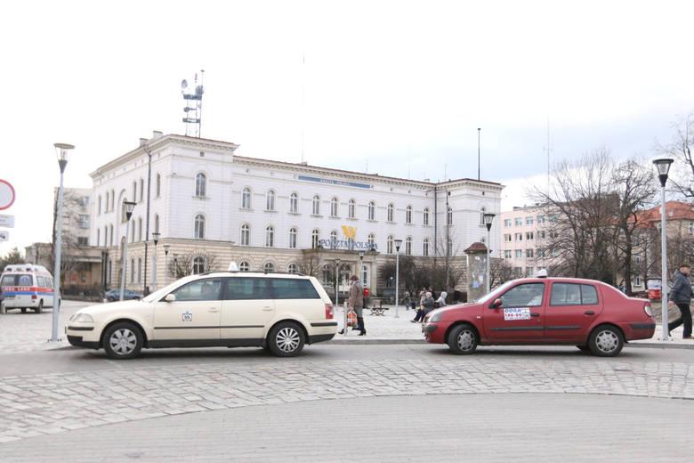 02.03.15. opole, postuj taxi, dworzec glowny pkp fot. pawel stauffer / nowa trybuna opolska