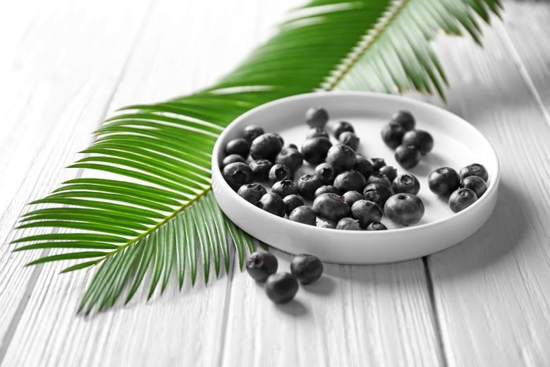 Owoce brazylijskiej palmy açai (Euterpe oleracea) mają fioletowo-niebieski kolor i kwaskowaty, odświeżający smak. Stanowią znakomite źródło antyoksydacyjnych
