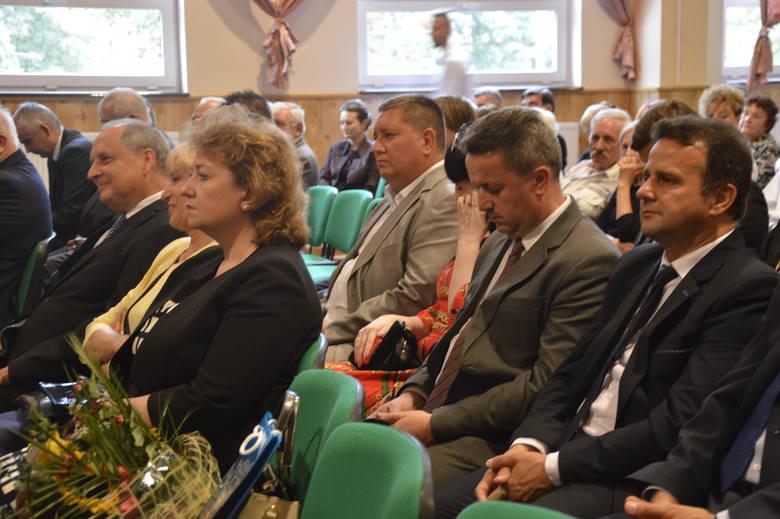 Powiat staszowski świętuje 20 - lecie istnienia. Uroczysta sesja Rady Powiatu z wyjątkowym gościem - Jerzym Stępniem [DUŻO ZDJĘĆ]