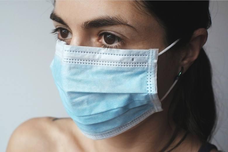 Internet podbija nagranie, na którym widać jak kobieta założyła majtki na twarz, by wejść do sklepu budowlanego Leroy Merlin w Pile. Jak tłumaczyła,
