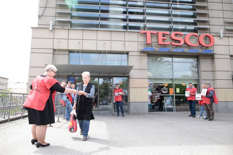 Tesco znów głosiło chęć likwidacji kolejnych sklepów w Polsce. Redukcja pracowników oraz zamknięcie placówek firmy dotknie też osoby pracujące w Tesco