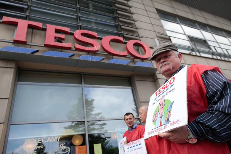 Na początku czerwca Tesco poinformowało swoich pracowników o zamknięciu czterech sklepów i jednego centrum dystrybucji w Polsce. Do likwidacji przeznaczono